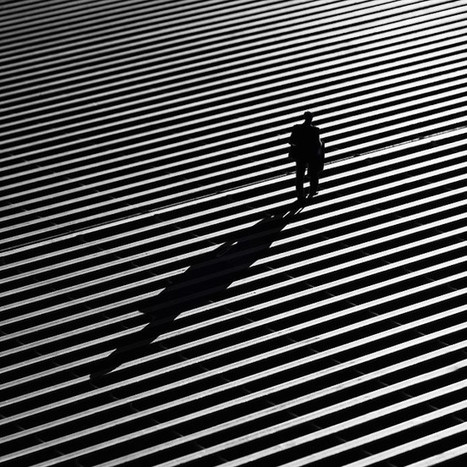 Striking Street Photos Explore the Dramatic Interplay of Light and Shadow | Le It e Amo ✪ | Scoop.it