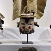 Les Etats-Unis demandent la suspension d'une vente aux enchères de masques Hopis à Paris | Le Monde | Kiosque du monde : A la une | Scoop.it