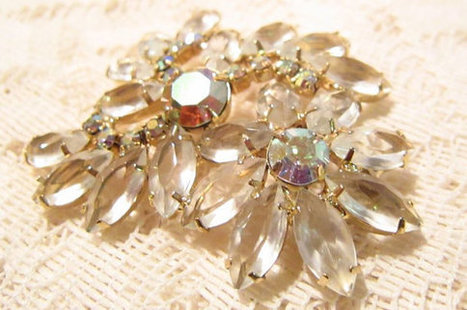 Juliana Style Mid Century Aurora Borealis Rhinestone Brooch | Fabulous Vintage Jewelry | Scoop.it