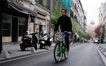El Ayuntamiento pedirá que el casco no sea obligatorio para los ciclistas en ciudad - Medio ambiente - Madridiario | movilidad sostenible | Scoop.it