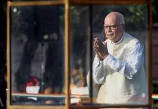 आडवाणी ने ब्लॉग पर खोली पोल, कांग्रेस पर साधा निशाना - Bollywood News in Hindi | World Latest News | Scoop.it