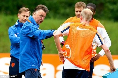Louis van Gaal Giving Pre-World Cup training camp Manchester United | busness | Scoop.it