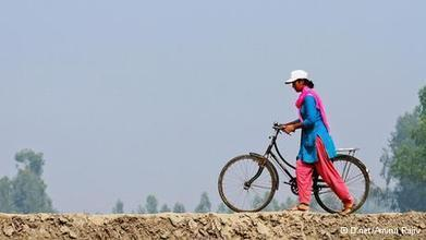 Backed by the Net, Infoladies help rural women   Asia   DW.DE   13.06.2013   The Bobs   Scoop.it