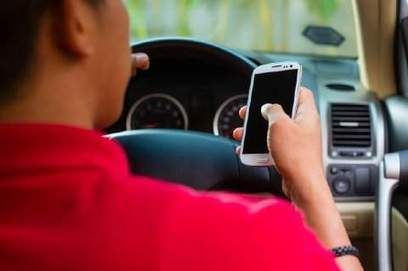 Are hand-held phones riskier for drivers than hands-free devices? - New Haven Register | General | Scoop.it