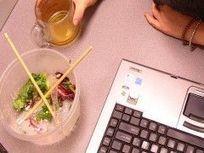 Comer en la oficina, patógenos en el escritorio | EROSKI CONSUMER | Inocuidad de alimentos | Scoop.it