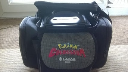 Sacoche de transport officielle pour console GameCube Pokemon Colosseum Collector  - HiddenTavern.fr   HiddenTavern   Scoop.it