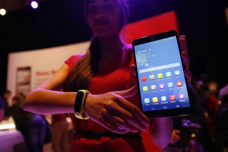 Huawei Unveils Smart Bracelet Device to Tap Wearable Boom - Bloomberg   Wearable glass   Scoop.it