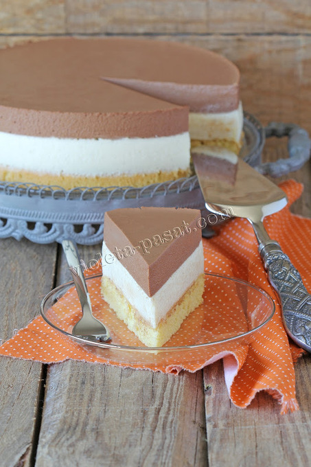 Chocolate mousse cake black and white / dark and white chocolate mousse cake | The Man With The Golden Tongs Hands Are In The Oven | Scoop.it