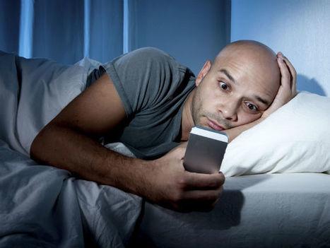 La luz de los dispositivos móviles pueden dañar la vista | Salud Visual 2.0 | Scoop.it