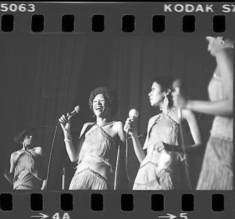 POINTER SISTERS 35mm Camera Original Negative COOK COUNTY JAIL CONCERT 1976 #041 @PointerOfficial | Keith Russell Collections | Scoop.it