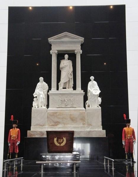 EN FOTOS: El Mausoleo del Libertador Simón Bolívar y el Panteón Nacional son visitados por cientos de personas tras su apertura | Alba Ciudad 96.3 FM | Arquitectura | Scoop.it