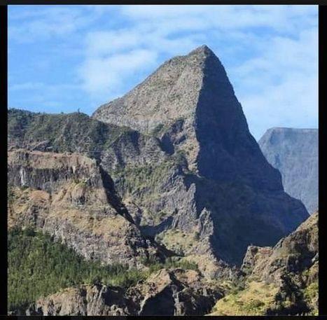 Pitons réunionnais: «comme les ruines d'un ancien temple»? | Reunion Island 7 Lames la Mer | Scoop.it