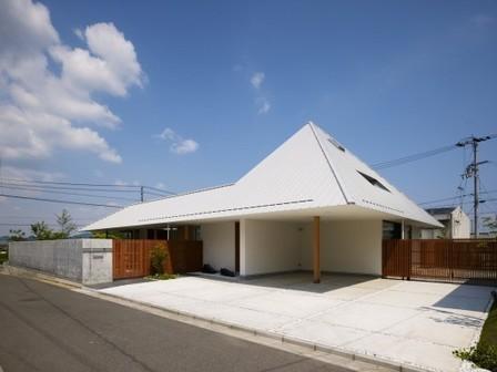 [Kagawa , Japan] House in Sanbonmatsu / Hironaka Ogawa & Associates | The Architecture of the City | Scoop.it