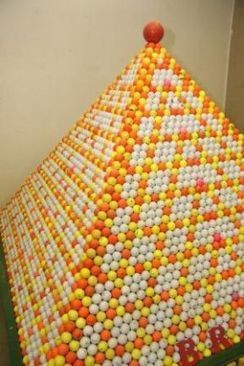 Un Crabtreen construit une pyramide avec 33 511 balles de golf | Photographe de golf | Scoop.it
