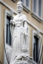 College in China Loses Face Over Statues Depicting Donors as Goddesses - Global - The Chronicle of Higher Education   Keep learning   Scoop.it