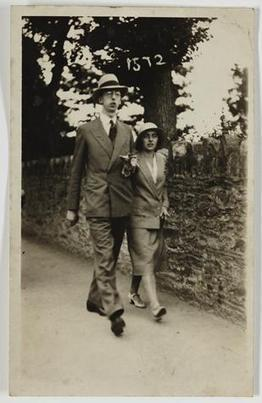 Photograph - George & Gertie Palmer Walking, Ilfracombe, England, circa 1930 - Museum Victoria | The Romantics | Scoop.it