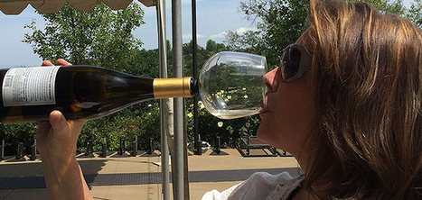 Un verre qui se fixe au goulot de la bouteille pour boire directement à la source   Les nouvelles cultures de l'alimentaire   Scoop.it