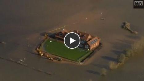 La ville inondée, Sam Notaro construit une digue autour de sa ... - Gentside | Habiter le fleuve | Scoop.it