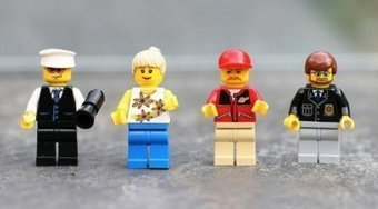 12 Unexpected Ways to Use LEGO in the Classroom | Edudemic | Moodle and Web 2.0 | Scoop.it