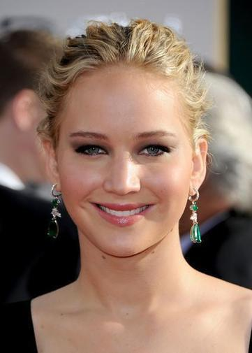 Hot Celebrities on Twitter: Jennifer Lawrence Dangling Gemstone Earrings http://t.co/diRMDUX861 | Celebrities Fashion | Scoop.it