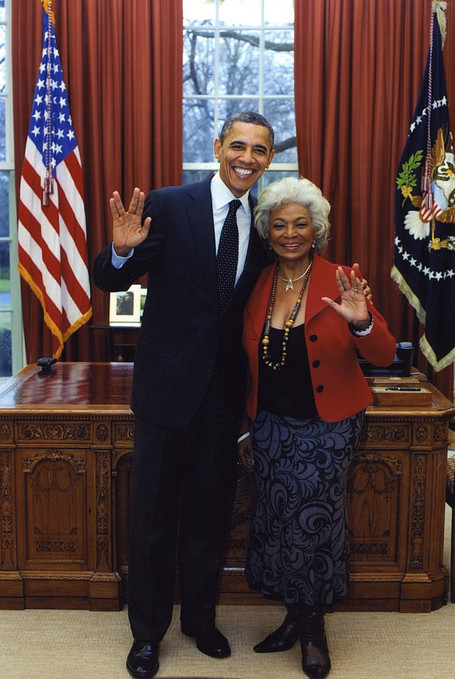 Obama & Nichelle Nichols Pose For 'Star Trek' Themed Picture (PHOTO) | Sci-Fi | Scoop.it