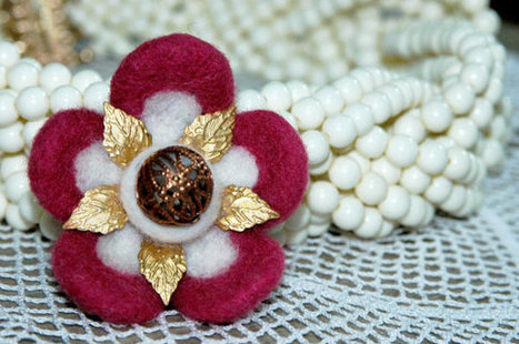 Mother's Day, Spring Flower Brooch, Needle felted romantic, bridal jewelry, Flower garden, bronze filigree, antique gold, vintage brooch | Needle felting art by Green Dot Creations' Studio! | Scoop.it