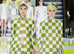 Marc Jacobs chez Louis Vuitton : 16 ans de succès - Le Figaro   Mode   Scoop.it