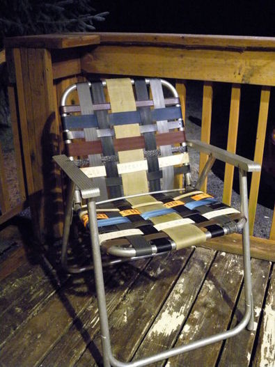 Refurbish an old folding lawn chair with seatbelt webbing and old belts - Recyclart | nationalwebbing | Scoop.it