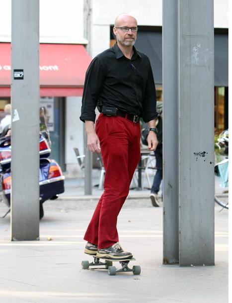 Uitsmijter van de dag - Departementshoofd Plantijn Hogeschool skatet elke dag naar het werk | news belgium | Scoop.it