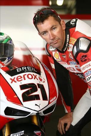 Bayliss hands #21 to Hopkins | WSBK News | Nov 2011 | Crash.Net | Ductalk Ducati News | Scoop.it