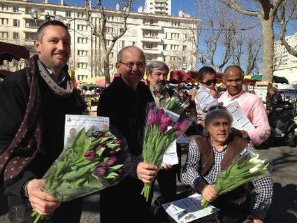 Municipales à Toulon: tractage fleuri sur le marché du Mourillon - Var-Matin   Toulon Alliance Écologiste Indépendante   Scoop.it