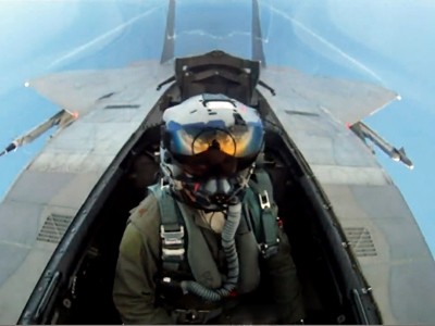 This F-15 Aerial Dogfighting Video Was Shot Entirely By Pilots | Navigating My Own Flights | Scoop.it