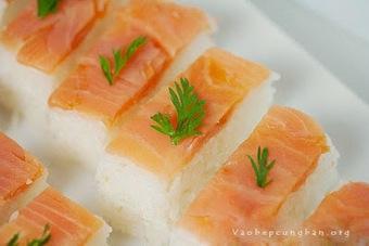 Cách làm sushi cá Hồi Nhật Bản đơn giản - Vào Bếp Cùng Bạn | Cho thuê xe cưới tại Hà Nội giá rẻ | Scoop.it