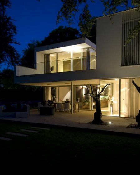 Cuidada iluminación exterior en un edificio de viviendas - Casas de iluminación líderes y articulos de decoración | Iluminación Exterior | Scoop.it