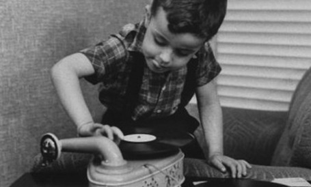 18-24 year olds responsible for resurgent vinyl sales; but 27% don't even own turntables | Le LOL se conjugue à toutes les sauces | Scoop.it