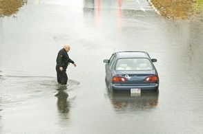 Flash floods snarl city traffic - SouthCoastToday.com   Climate Chaos News   Scoop.it