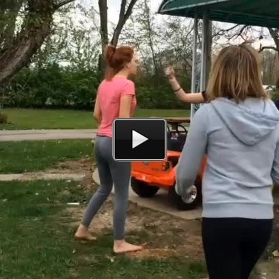 Two girls fighting in hit with shovel fight worldstar | Best Vine Videos - Funny Vines | Scoop.it