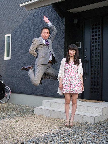 Photos: Jumping Japanese businessmen show their daughters how to defy stereotypes | Japan Reporeted in English | Scoop.it