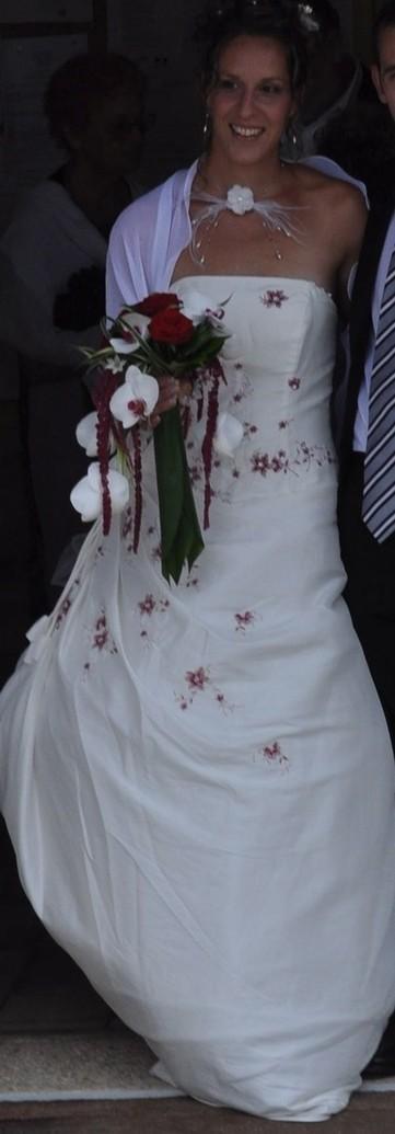 Robe de mariée Tati Mariage avec traîne légère, jupon et ...
