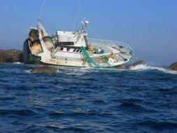 Ile de Batz. Le chalutier reste prisonnier des récifs   Bretagne   Scoop.it