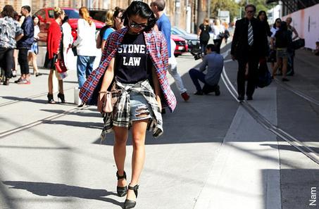 Adoptez la chemise à carreaux nouée autour de la taille, une des tendances du printemps | Mode Trends | Scoop.it