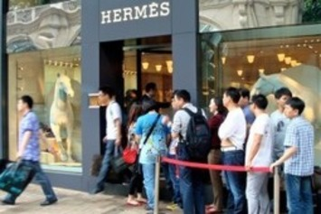 Chinese Luxury Spending Reportedly Plummets At Home, Skyrockets Abroad | Travel Retail | Scoop.it