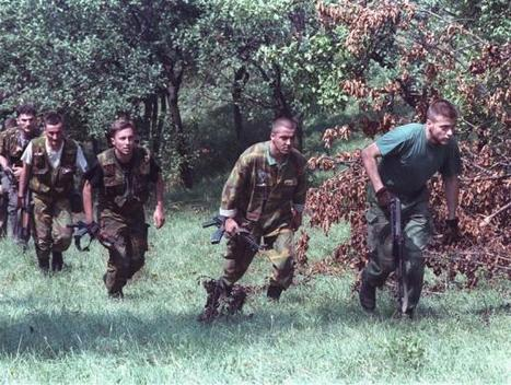 Bosnian soldiers trying to gain position on Serbians | The Cellist of Sarajevo (Siege of Sarajevo) | Scoop.it