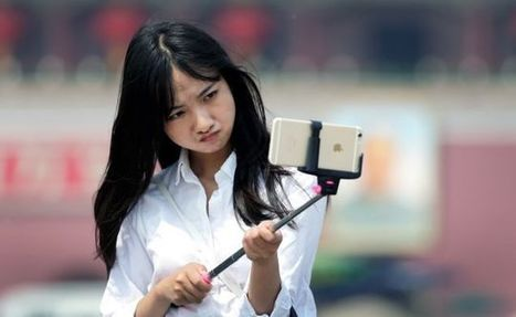 Disneyland and Walt Disney World officially ban selfie sticks | INTRODUCTION TO THE SOCIAL SCIENCES DIGITAL TEXTBOOK(PSYCHOLOGY-ECONOMICS-SOCIOLOGY):MIKE BUSARELLO | Scoop.it