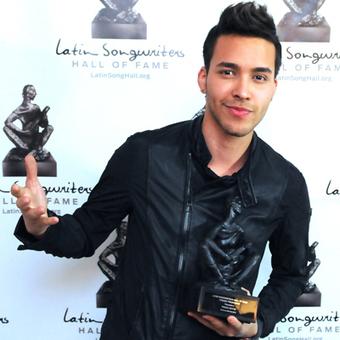 Prince Royce Gets Premio Triunfador | LaTeenGossip | thalia leon | Scoop.it