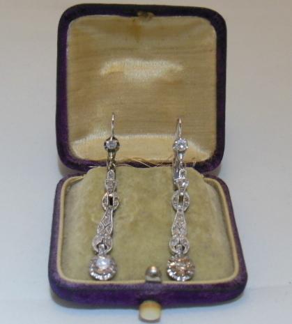 ORECCHINI PENDENTI LIBERTY IN ORO BIANCO E DIAMANTI   Old Jewellry   Scoop.it