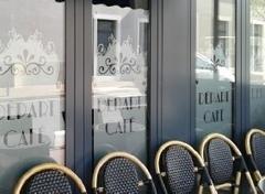 Habillage de vitrine - Graphic'Arts, Paris (mobile) | Lettrage adhésif et impression numérique | Scoop.it