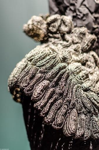À la Fondation Bergé – Saint Laurent, des robes-sculptures d'une beauté saisissante   Textile Horizons   Scoop.it