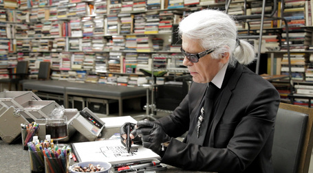 Karl Lagerfeld se dessine - Bonus Vidéo | Remue-méninges FLE | Scoop.it
