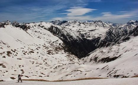 Vallée de Pinarra depuis le col de Port Vieux le 18 avril 2014 - Julien Defois - Google+   Vallée d'Aure - Pyrénées   Scoop.it